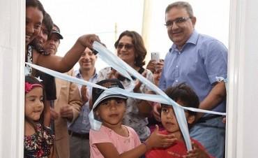 Entregan viviendas a otras 26 familias de la Capital