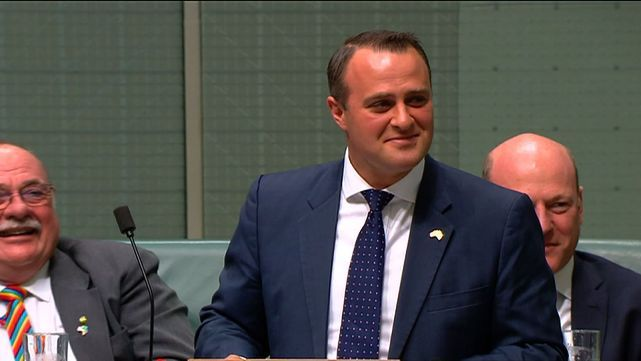 Diputado le pidió casamiento a su novio en plena sesión parlamentaria