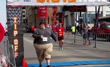Derek Mitchell, un runner ejemplar de más de 200 kilos