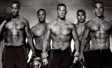 El calendario 2016 de los bomberos