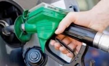 Catamarqueños recorren estaciones de servicio para conseguir la nafta más barata