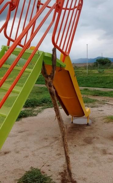 Vándalos destruyeron juegos instalados en la Plaza Néstor Kirchner