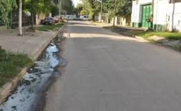 Multarán a quienes tiren aguas servidas a la vía pública