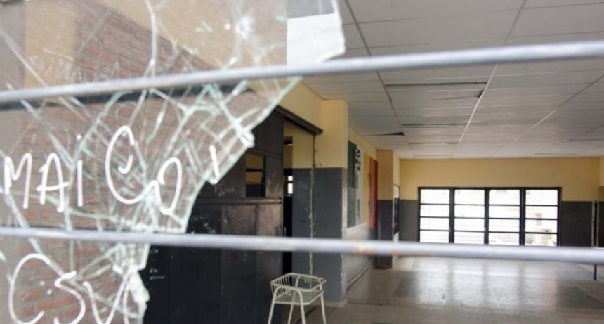 Vandalismo y robo en dos escuelas de la ciudad