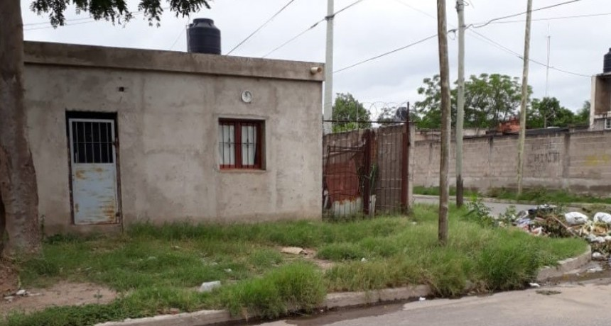 Casa abandonada se transformó en basural