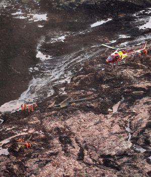 Suman 40 muertos en la represa y la lluvia empeora todo