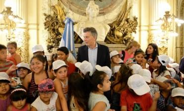 Chicos de la Villa 31 y de Monserrat visitaron a Macri en la Casa Rosada