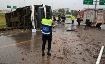 Volcó un micro en Entre Ríos: hay cuatro muertos y más de 30 heridos