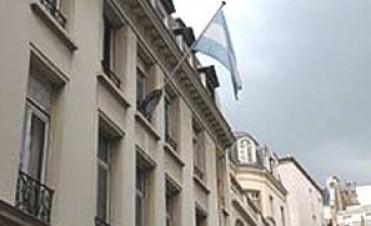 Insólito: se atrincheró una embajadora k y no quiere volver a Argentina