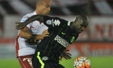 Huracán la pasó mal y perdió con Atlético Nacional en Parque Patricios