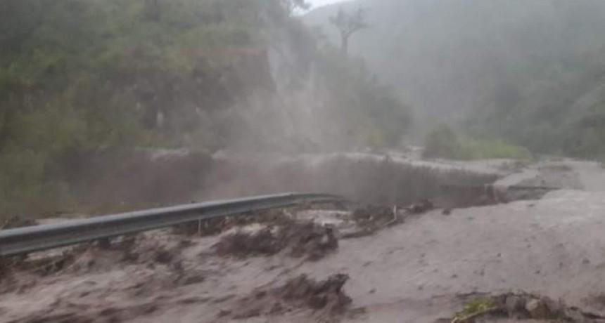 La Cébila: el río se llevó parte de la ruta