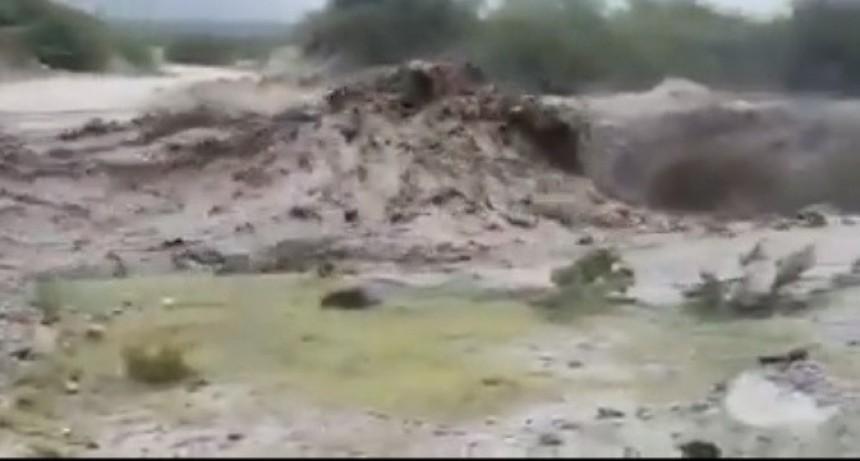 Un incendio forestal sería una de las causas de la crecida del río en Capayán