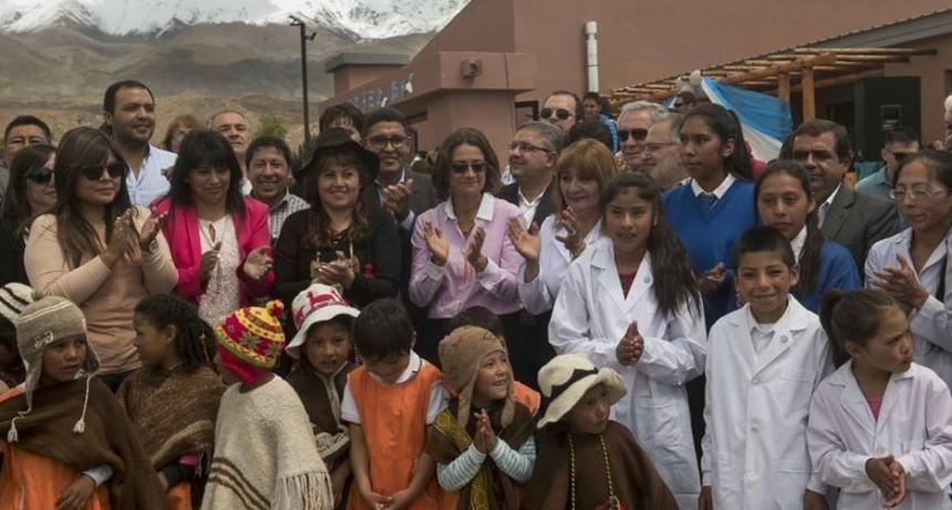 Corpacci inauguró una escuela en Laguna Blanca