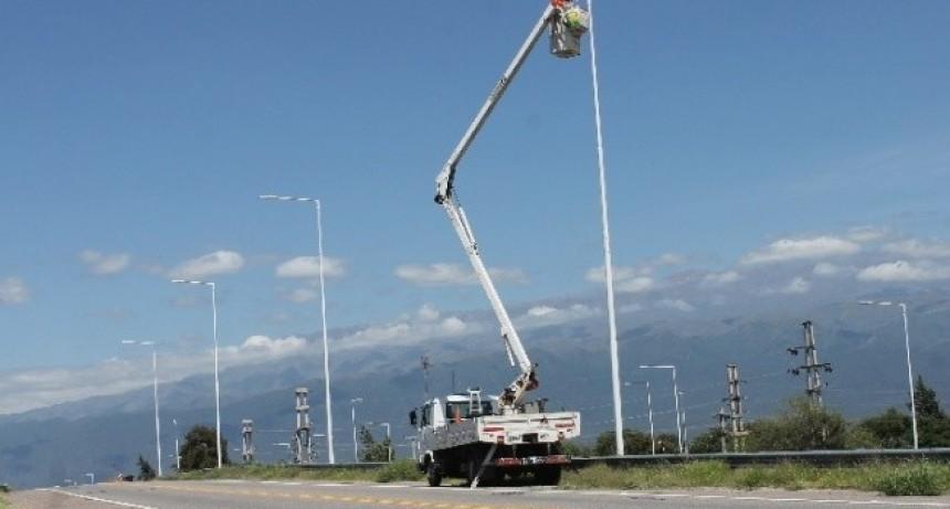 Advierten por en obra de iluminación en la Av. de Circunvalación