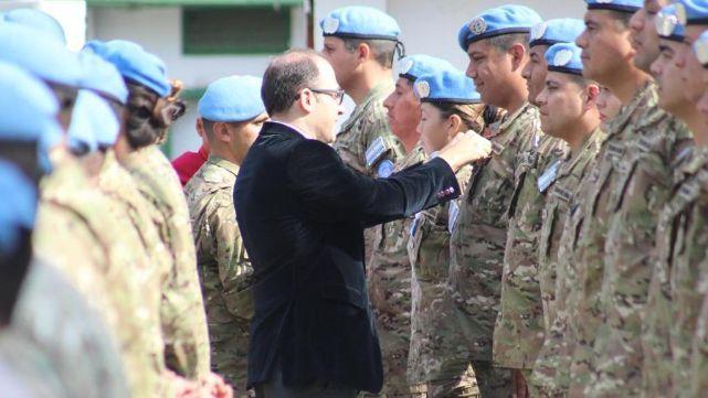 Caucino entregó medallas a soldados argentinos en Chipre