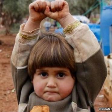 Hudea, la niña siria que pensó que le apuntaban con un arma y no con una cámara