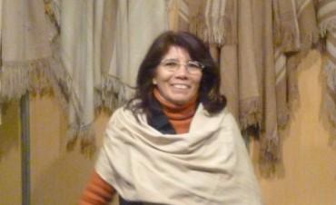 Juliana Awada le regalará a Michelle Obama una manta de vicuña tejida por una artesana catamarqueña
