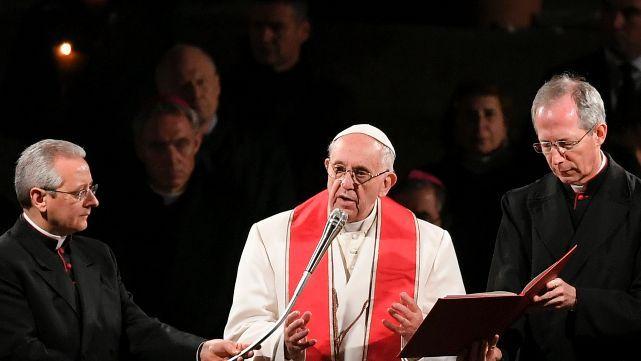 Francisco lanzó críticas durante el Via Crucis