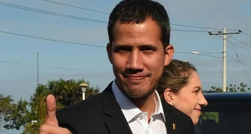Guaidó convoca a manifestaciones para este lunes en Venezuela ante su inminente regreso