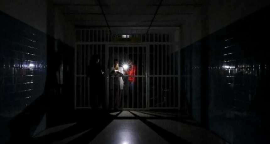 Más de 10 mil pacientes renales peligran tras tercer día de apagón en Venezuela