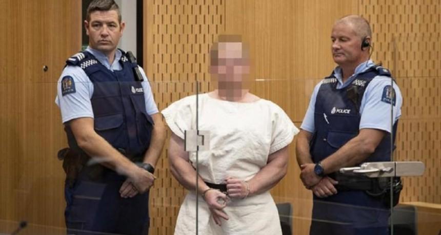 En su primera audiencia ante un juez, el terrorista de Nueva Zelanda realizó un saludo supremacista