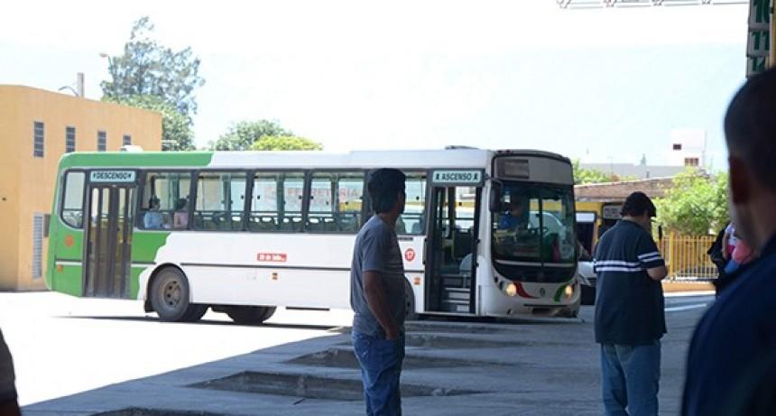 Confirmaron el paro de colectivos en Catamarca desde esta noche y durante todo el martes