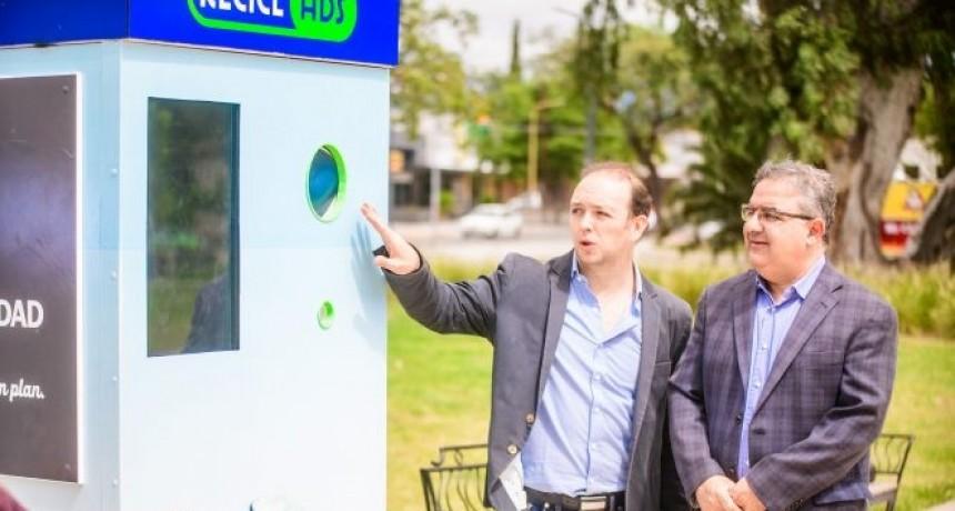 """""""ReciclAds"""" lanzó su primera recicladora en la Alameda"""