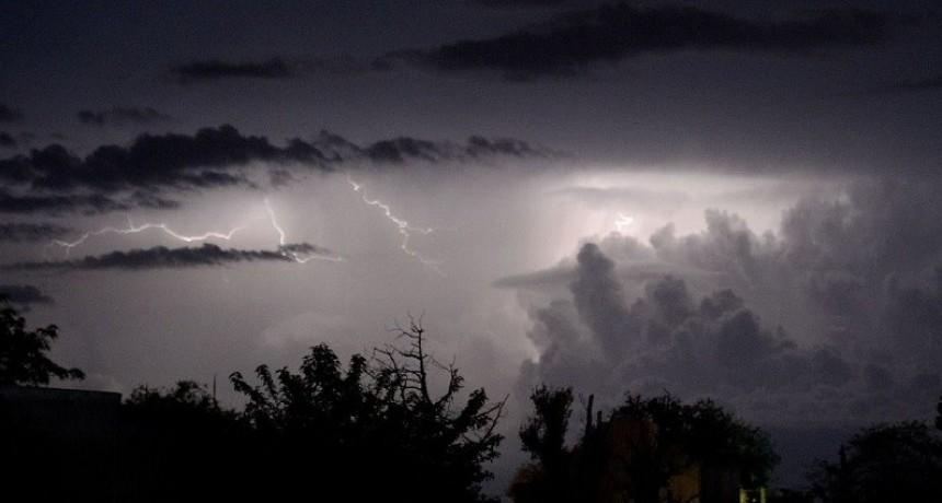 El tiempo: Chaparrones y tormentas desde hoy y hasta el martes