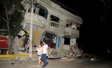 Al menos hay 77 muertos y 588 heridos por el terremoto en Ecuador