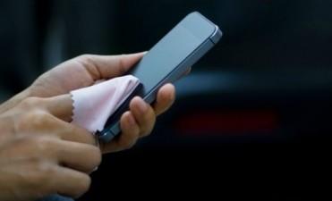 Cómo limpiar la pantalla del celular y otros dispositivos electrónicos sin estropearla