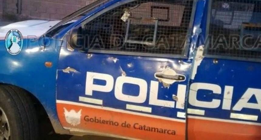 Policias persiguiendo a ladrones chocaron contra un poste