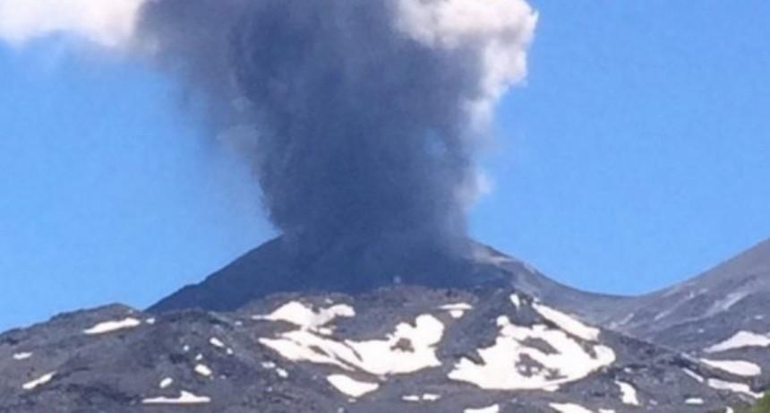 Chile elevó a naranja el alerta por un volcán