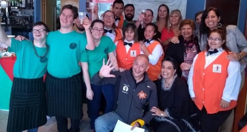 Inauguran un hotel atendido por jóvenes con síndrome de Down