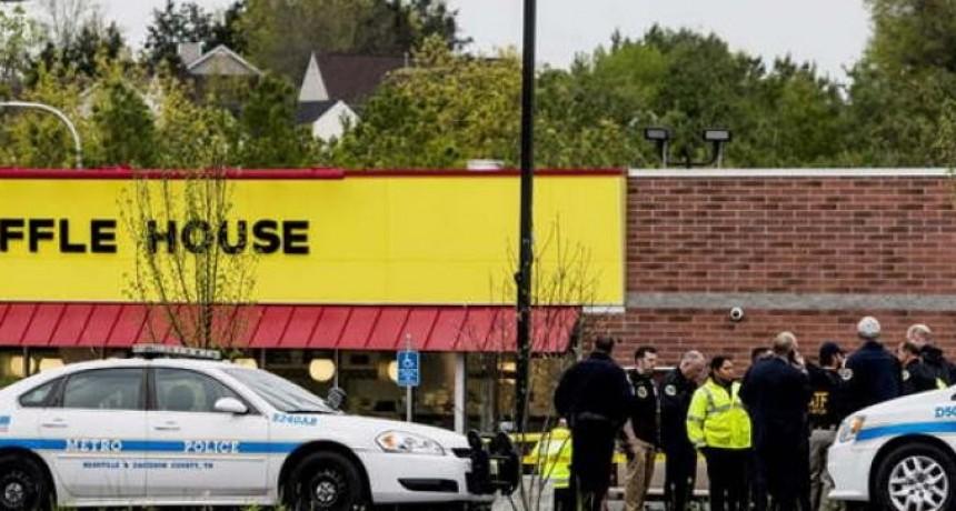 Terror: un hombre semidesnudo asesinó a tiros a 4 personas