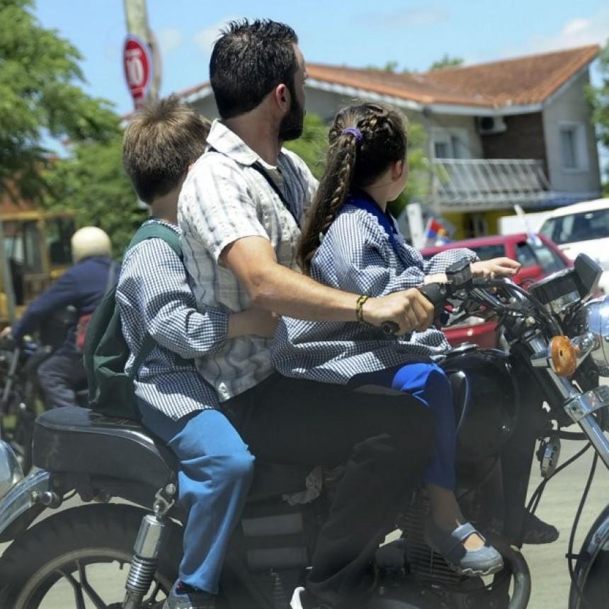 Fuertes Multas para quienes circulen en moto con menores de 12 años