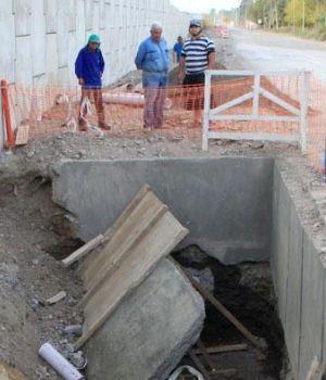 Se desmoronó obra en construcción y enterró a 4 obreros