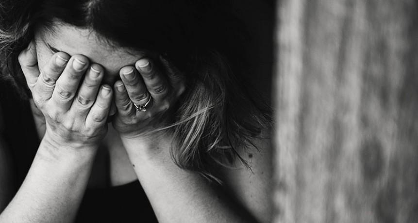 La golpeó, violó y secuestró a los tres hijos de ambos