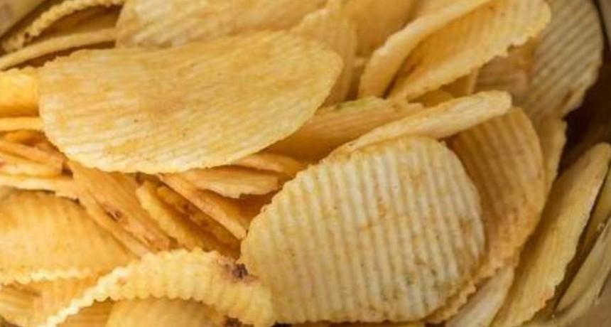 La Anmat prohibió unas papas fritas, un té, un queso y un aceite
