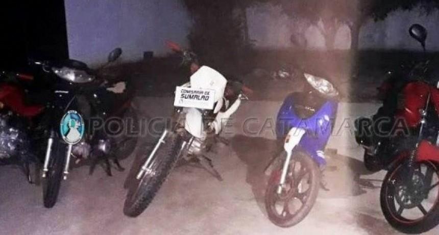 Secuestran 26 motos, arrestan a tres jóvenes que evadieron el control y uno alcoholizado