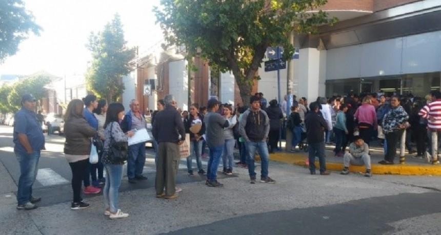 Beneficiarios de planes sociales se manifestaron en ANSES