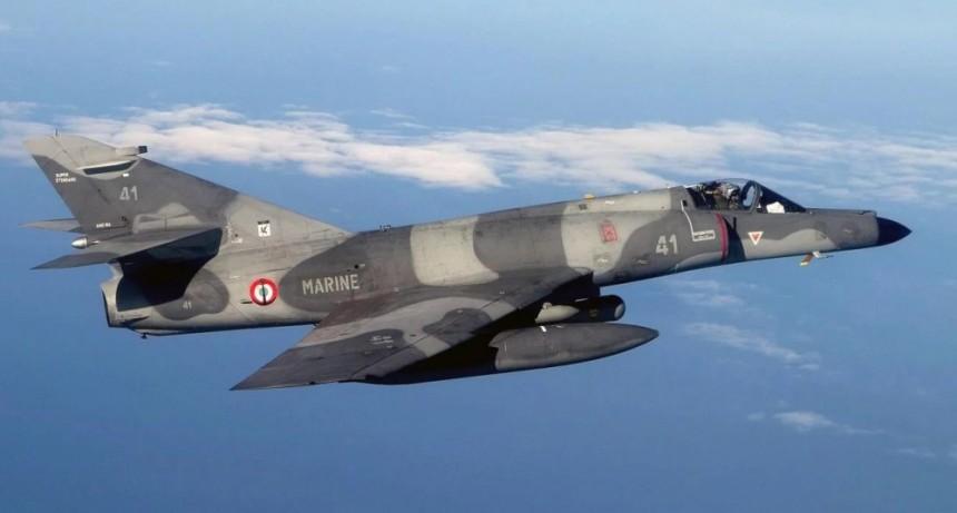 Llegan los cinco aviones de guerra que Argentina le compró a Francia