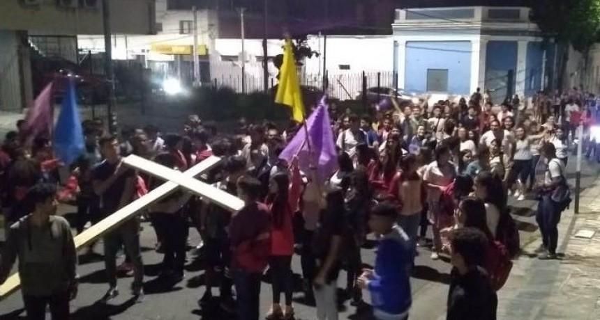 Más de 200 jóvenes en la Vigilia Pascual que terminó en el Calvario