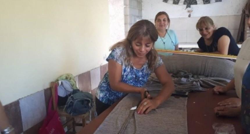 Ex trabajadoras de una fábrica se unen para un emprendimiento textil