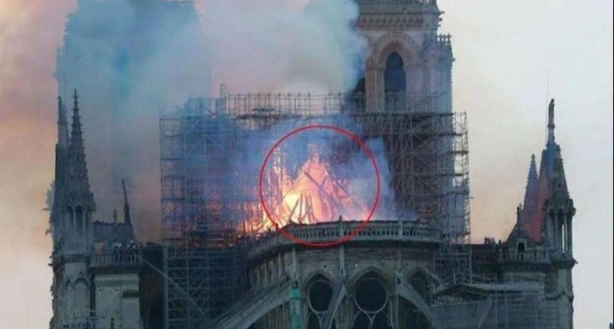 Aseguran haber visto a Jesús entre las llamas en la Catedral de Notre Dame