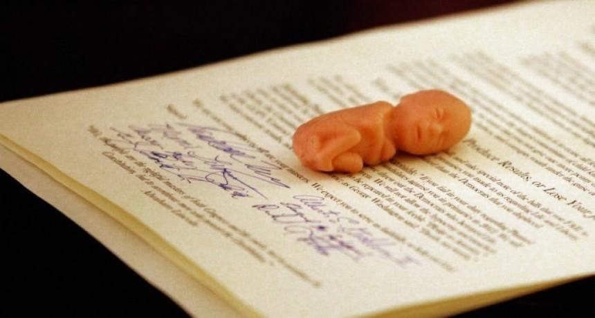 Un juez otorgó derechos legales a un niño abortado después de que el padre demandó a la clínica de abortos