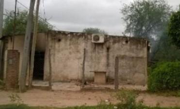 Graves disturbios en Ingeniero Juárez: Originarios queman viviendas particulares
