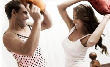Nueva moda: ¿Hombres usan Corpiño y Bombacha?