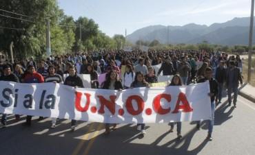 Imponente marcha en Belén  por la Universidad del Oeste