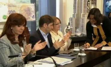 Lucía firmó la prórroga del desendeudamiento