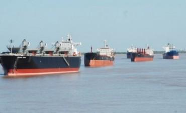 Sigue el paro de los aceiteros 100  buques afectados en Santa Fe